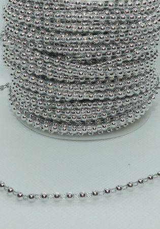 Gyöngyfüzér félgyöngy ezüst színben, 4 mm, méretre vágható. 120 Ft/m