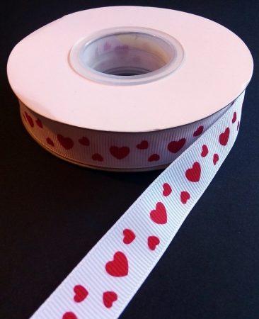 Textilszalag 17 mm fehér alapon piros szív mintával 185 Ft/m (20m)