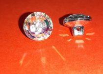 Strassz hatású műanyag gomb, szivárványos 13 mm hátul varró füles. 30 Ft/db (20db-tól)
