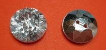 Gyémánt hatású műanyag gomb, ezüst csiszolt, kétlyukú, hátul varrós, 15 mm, 35 Ft/db ( min:10 db)