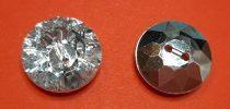 Gyémánt hatású műanyag gomb, ezüst csiszolt, kétlyukú, hátul varrós, 18 mm, 35 Ft/db ( min:10 db)