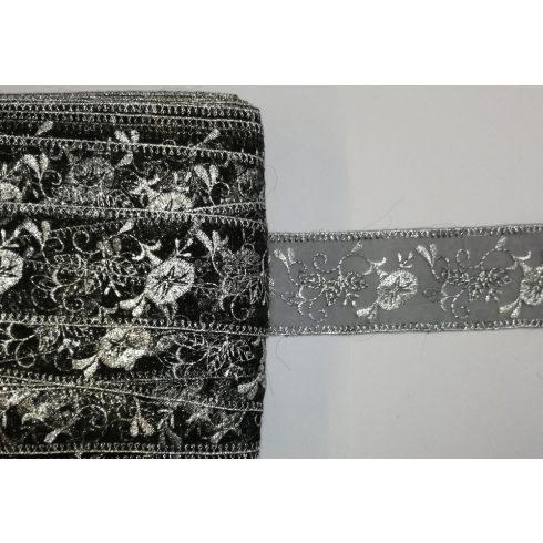 Organzás fekete alapon ezüst fémszálas díszítő szalag 60mm , 440 Ft  (10 m)
