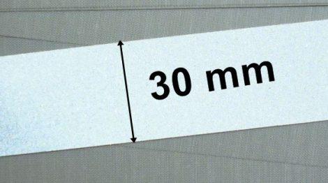 Fényvisszaverő szalag 30 mm, ezüstszürke , közepesen vastag anyagon, varrható.   295 Ft / méter  ( 5 métertől)
