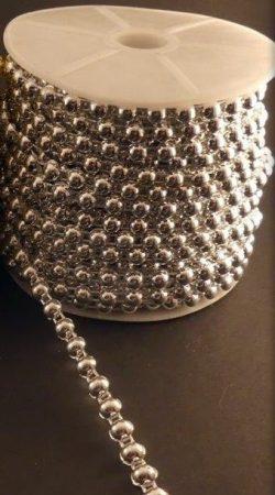Gyöngyfüzér félgyöngy ezüst színben, 6 mm, méretre vágható. 200 Ft/m